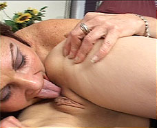 old woman licking pussy