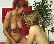 Young girl fucks mature woman.